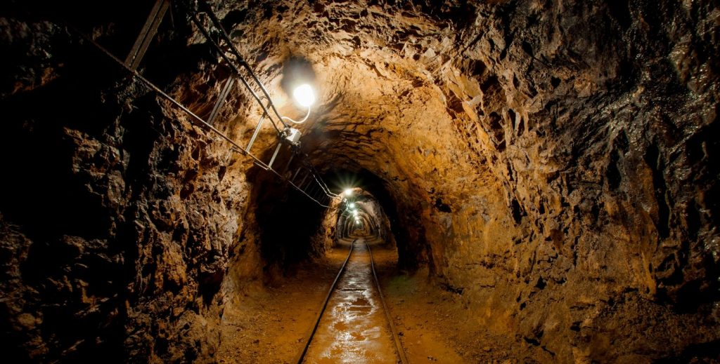 mineria-subterranea-1024x519.jpg